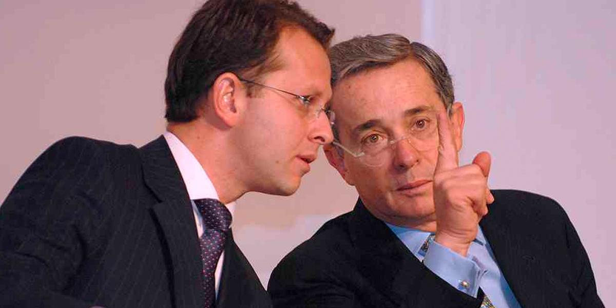 Uribe sale en defensa de Andrés Felipe Arias