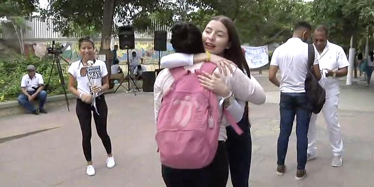 Con 'Abrazatón' estudiantes de Uniatlántico rechazan actos violentos