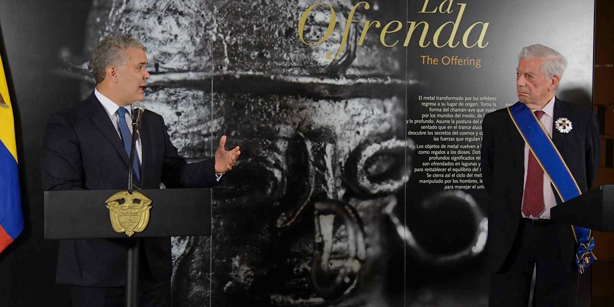Duque condecora con la Orden de Boyacá al Nobel de Literatura Vargas Llosa