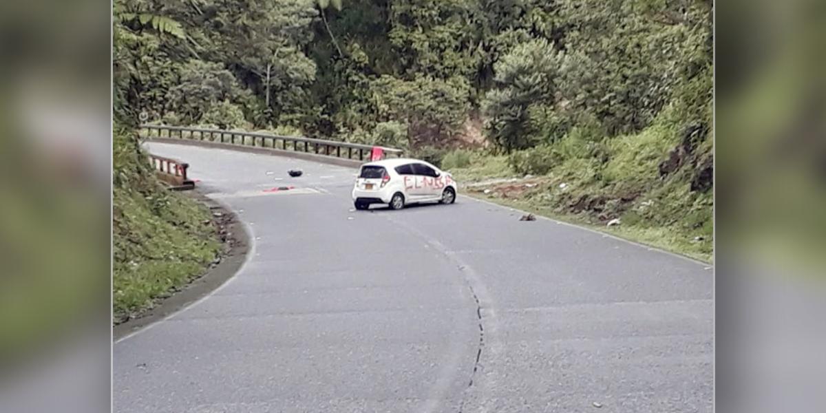 Encuentran dos vehículos aparentemente cargados con explosivos en Nariño