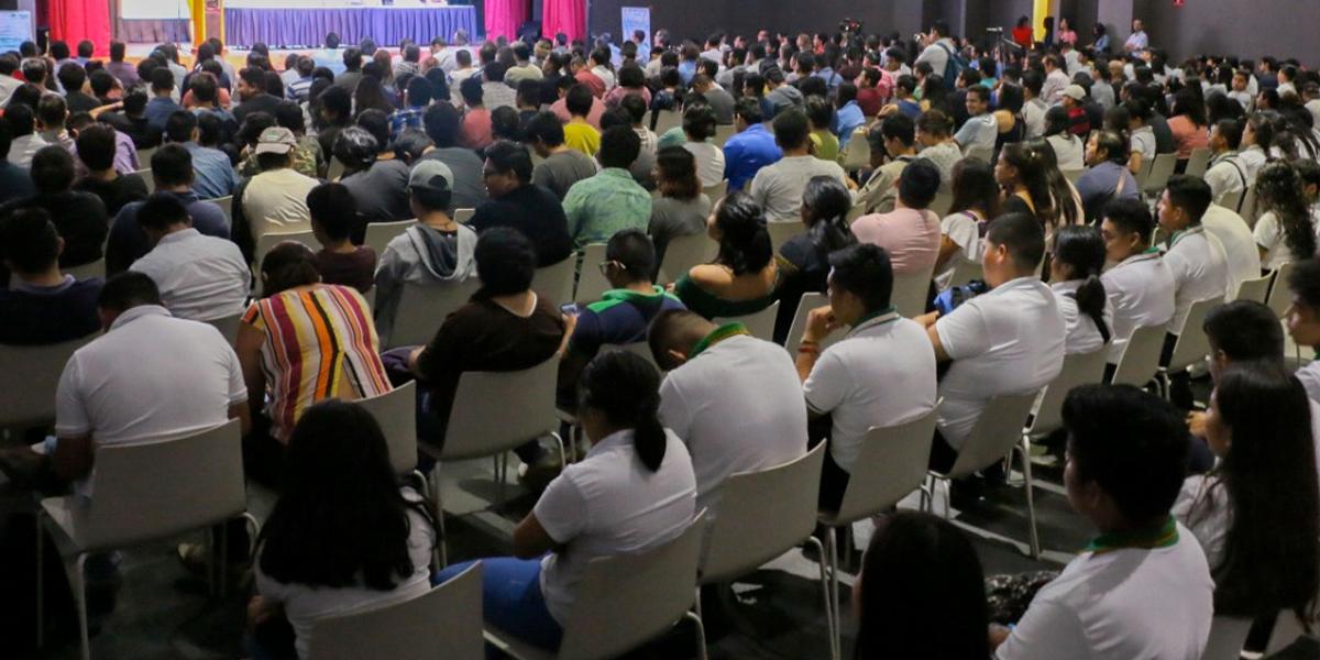 Jóvenes de 50 países comparten experiencias de construcción de paz en Bogotá