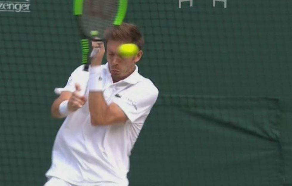 (Video) Farah le pegó accidentalmente un pelotazo en el ojo a Mahut en la final de dobles en Wimbledon