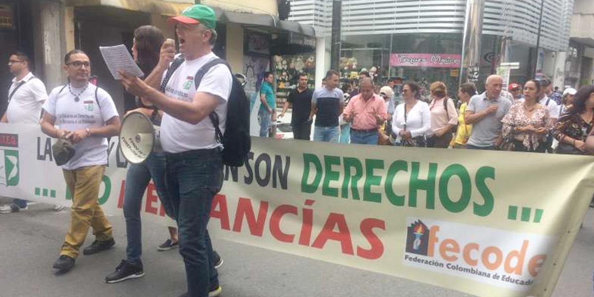 Docentes protestan por la mala calidad de la salud en Risaralda