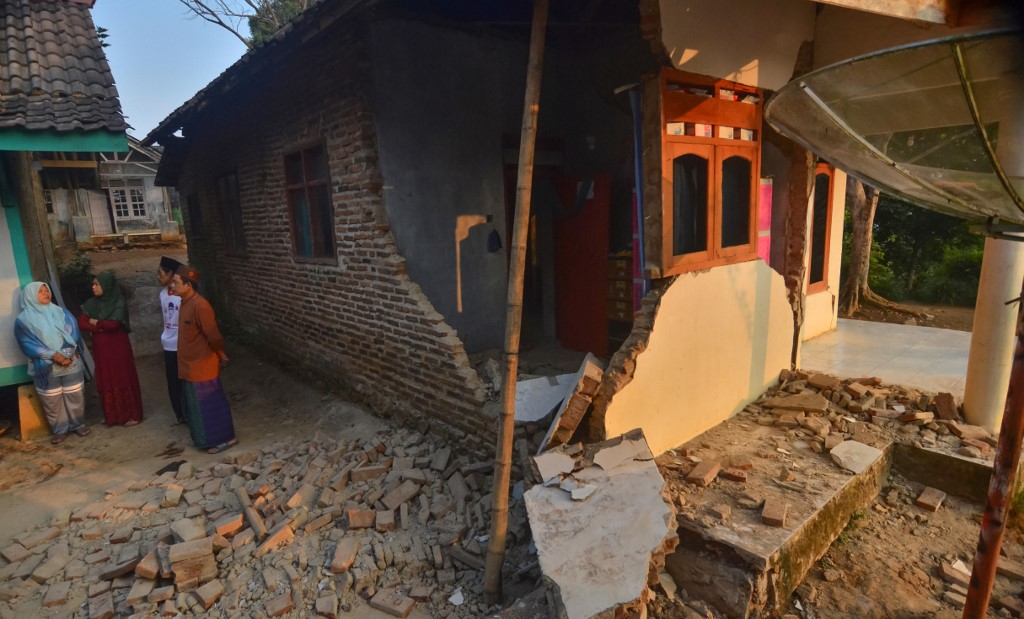 Terremoto en Indonesia dejó cuatro muertos y más de 200 edificios afectados