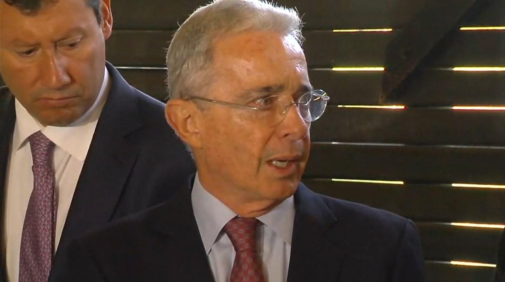 La tutela contra Uribe por bloquear a un ciudadano en Twitter llegó a las altas Cortes