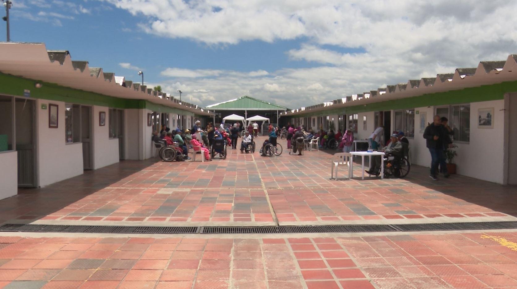 Antiguo motel de Bogotá es habitado por personas de la tercera edad