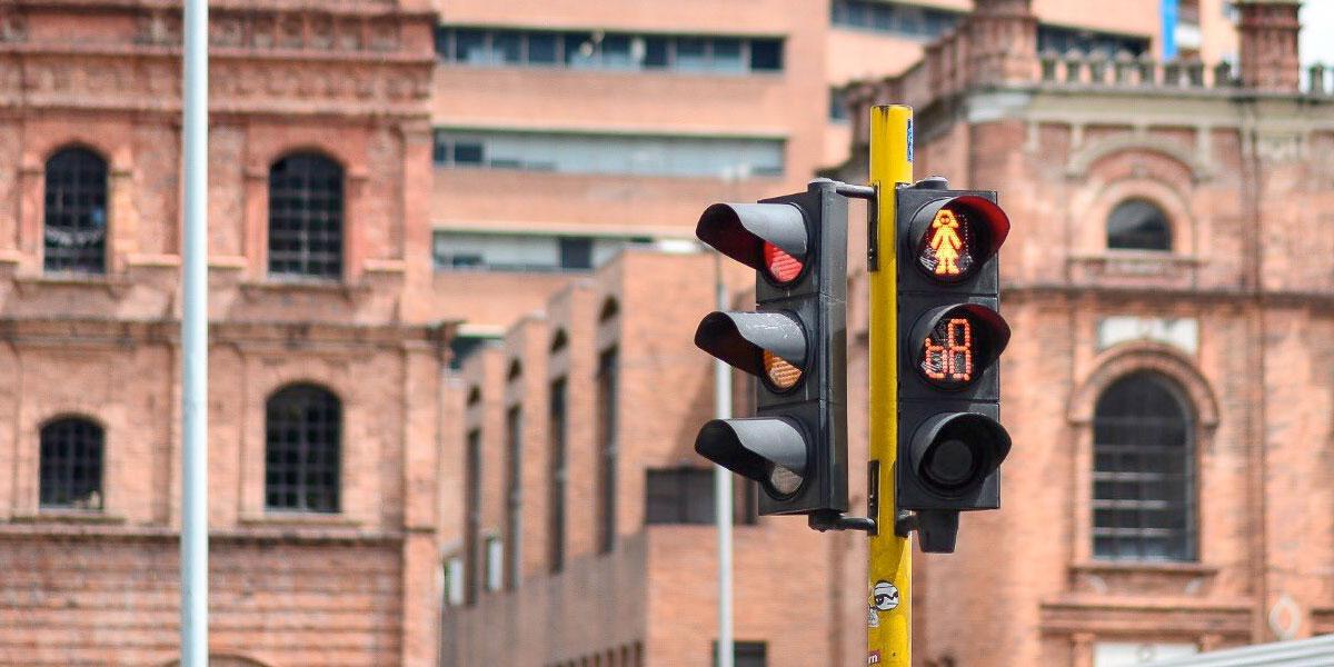 Bogotá estrena su primer 'semáforo inteligente'. Pero, ¿qué lo hace inteligente?