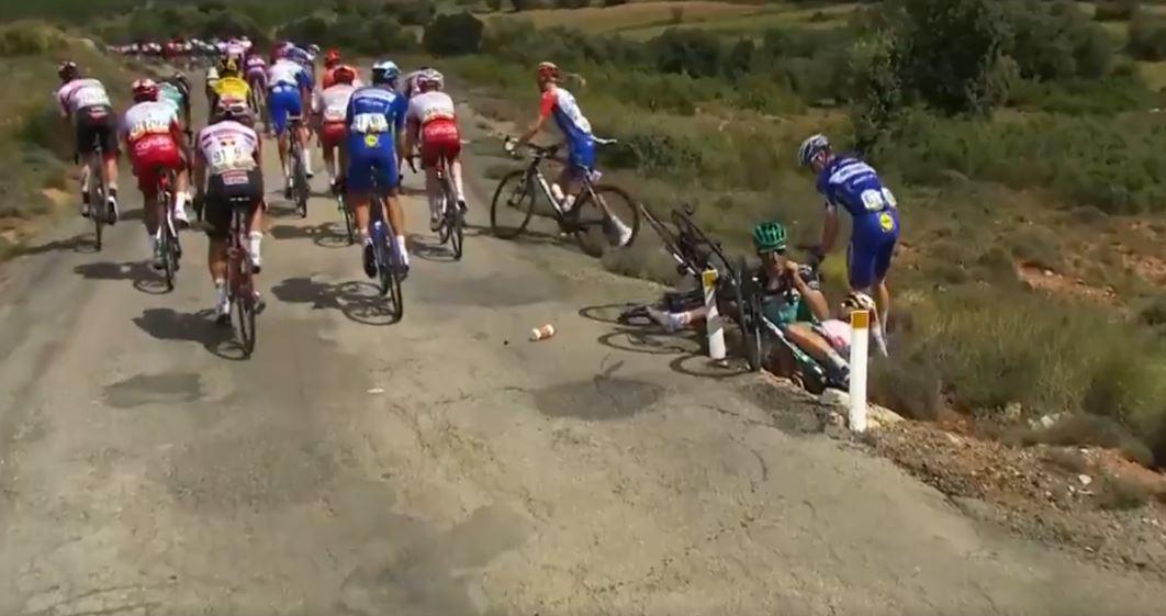 (Video) Ciclistas colombianos estuvieron involucrados en las dos caídas del día en Vuelta a España