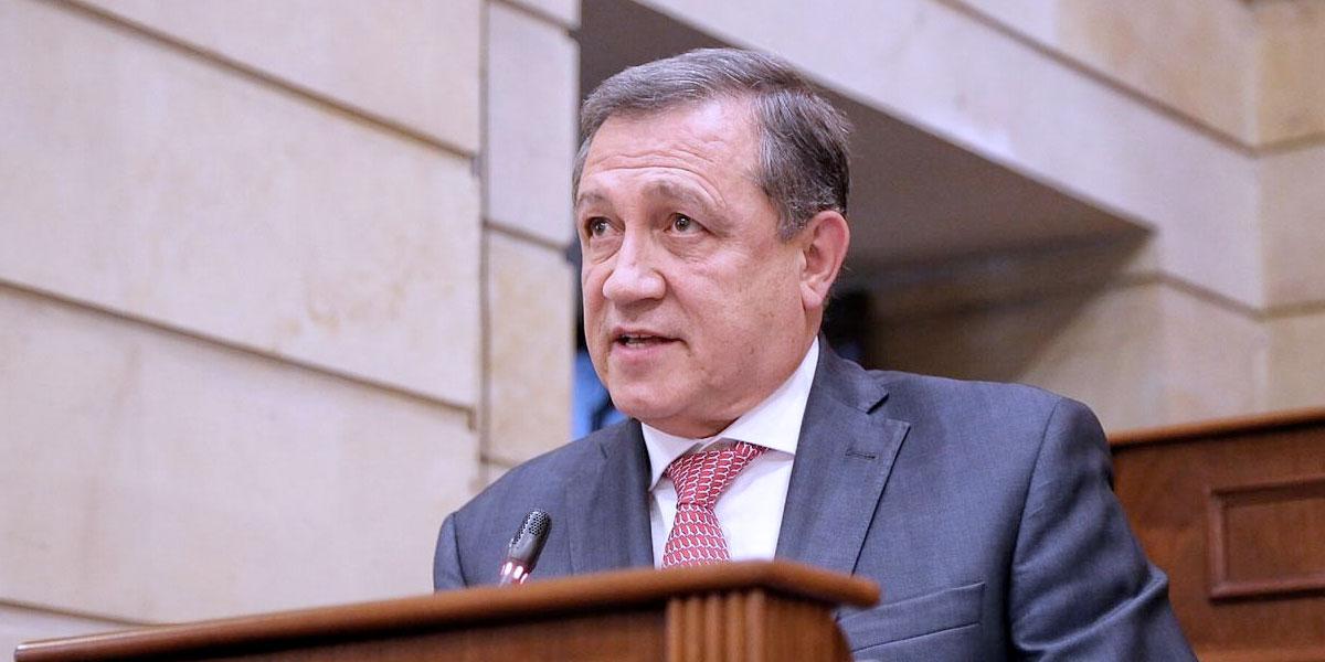 Contrataque de Ernesto Macías a su llamado a juicio