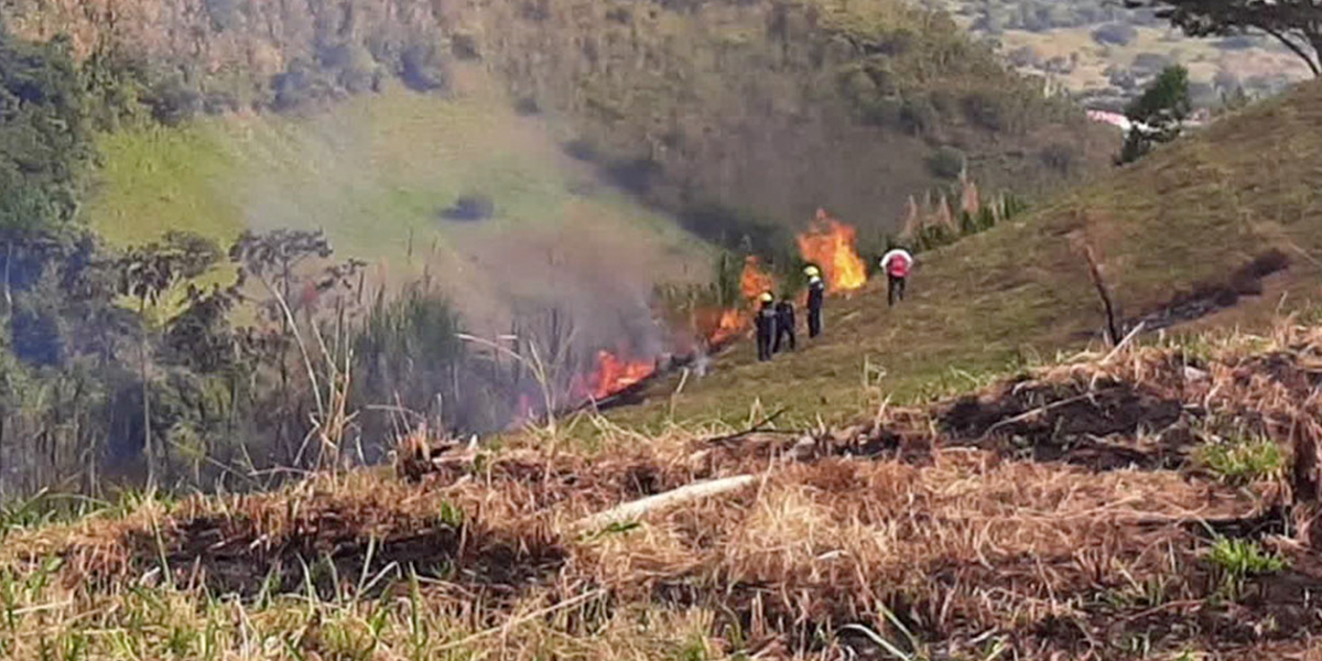 Alerta roja por 80 incendios de capa vegetal en Risaralda