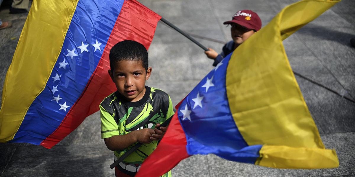 Los requisitos para nacionalizar a niños de padres venezolanos en Colombia