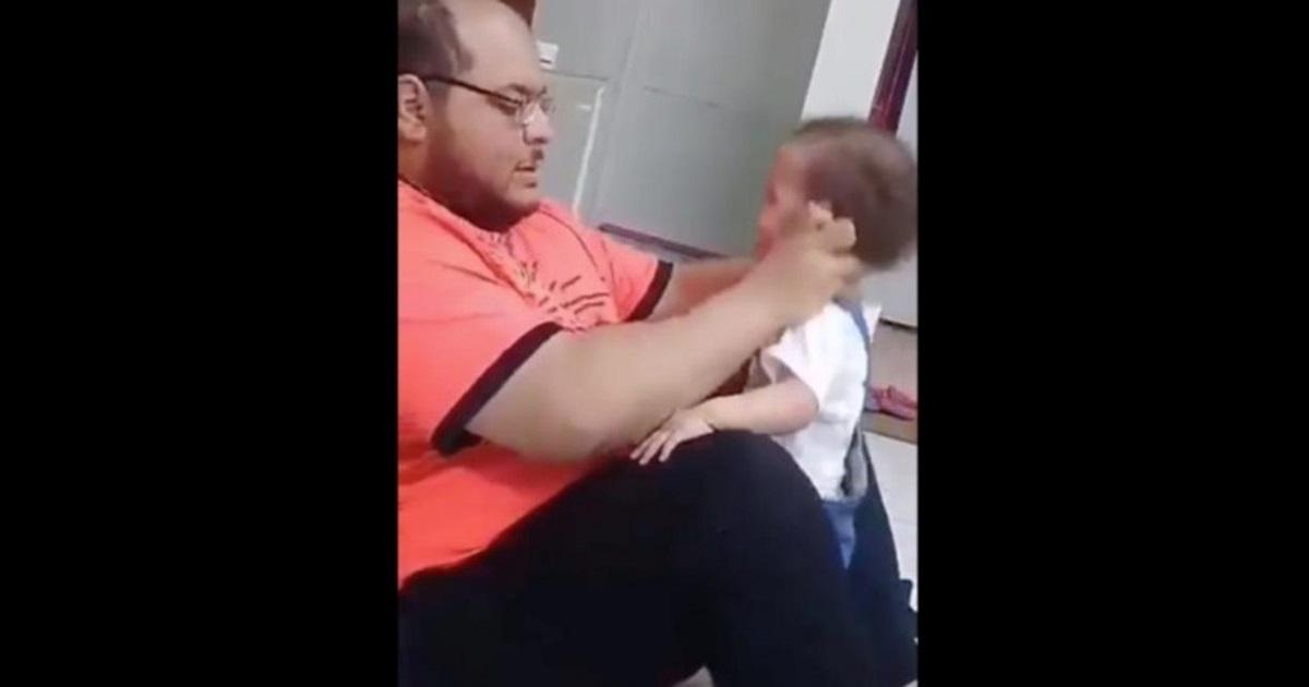 ¡Qué impotencia! Violenta golpiza le dio hombre a su bebé por no saber caminar