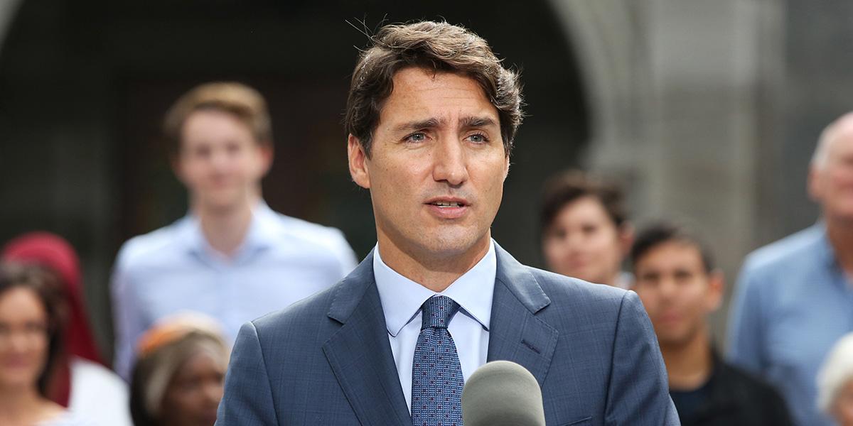 La polémica foto de anuario que complica al primer ministro canadiense