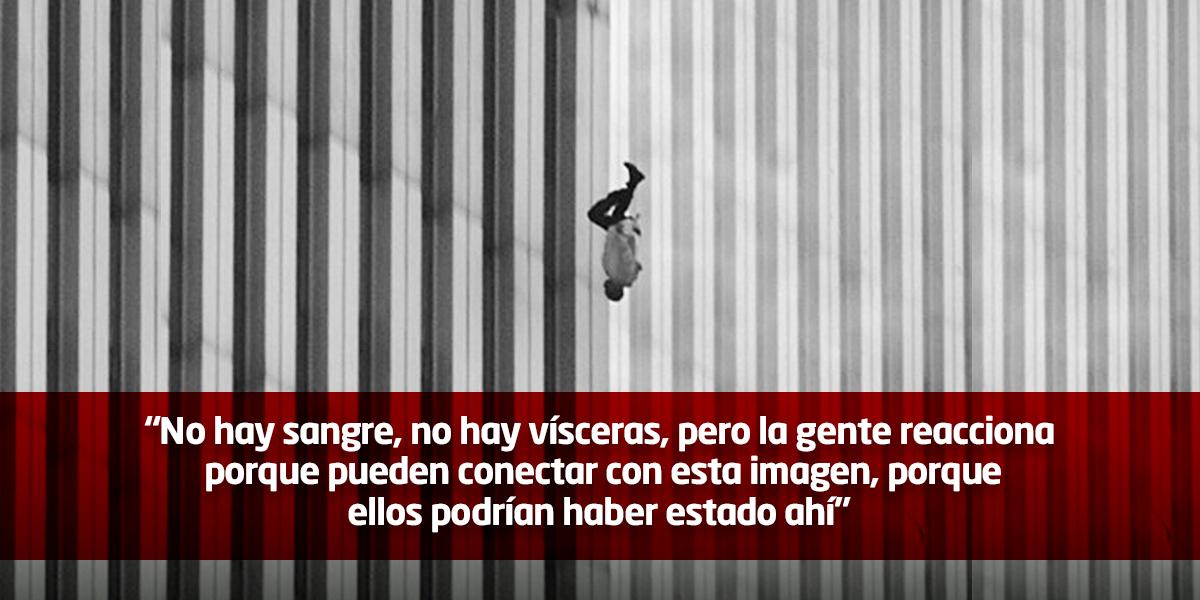 La historia detrás del 'hombre que cae', la foto más extraña de los atentados a las torres gemelas