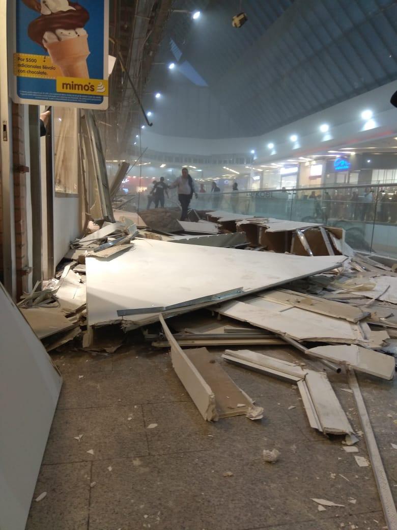 Emergencia en Unicentro de Bogotá: un techo se desplomó y habría dejado lesionados
