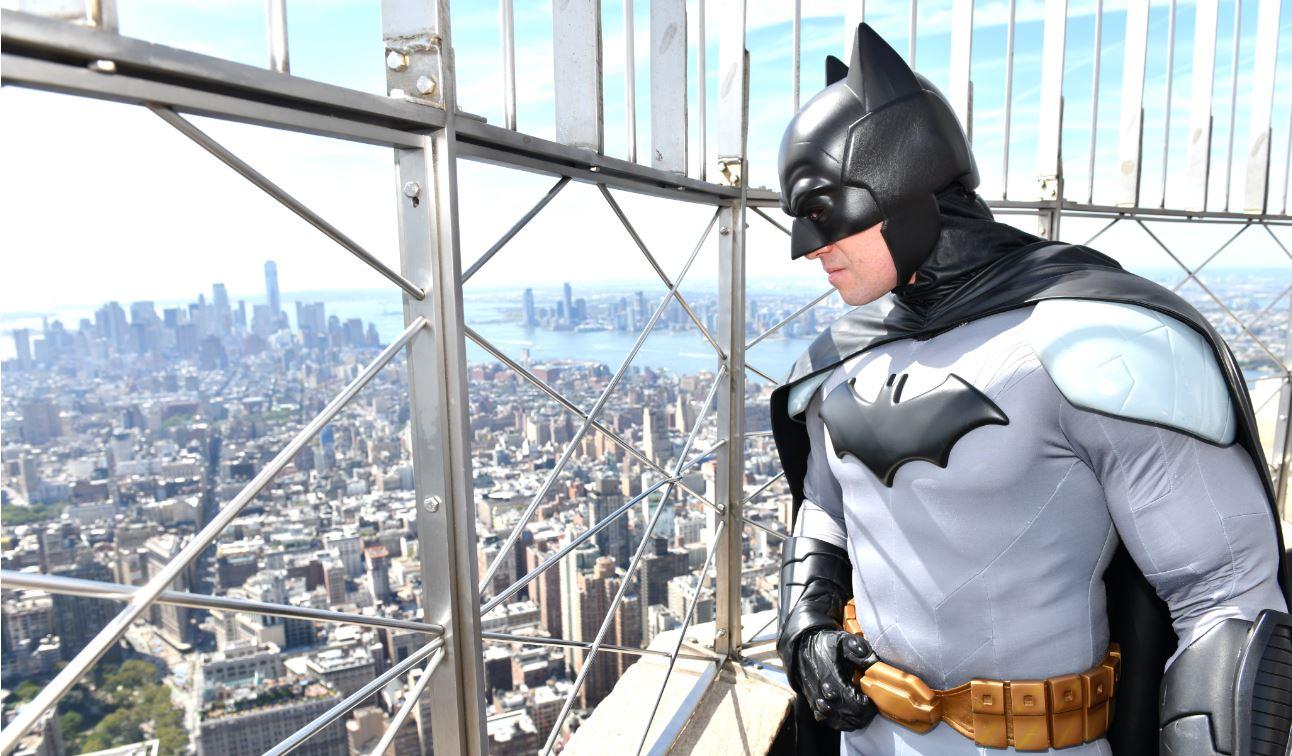 ¡Santos festejos, Batman! La 'batiseñal' iluminará el cielo de varias ciudades en honor a los 80 años del personaje