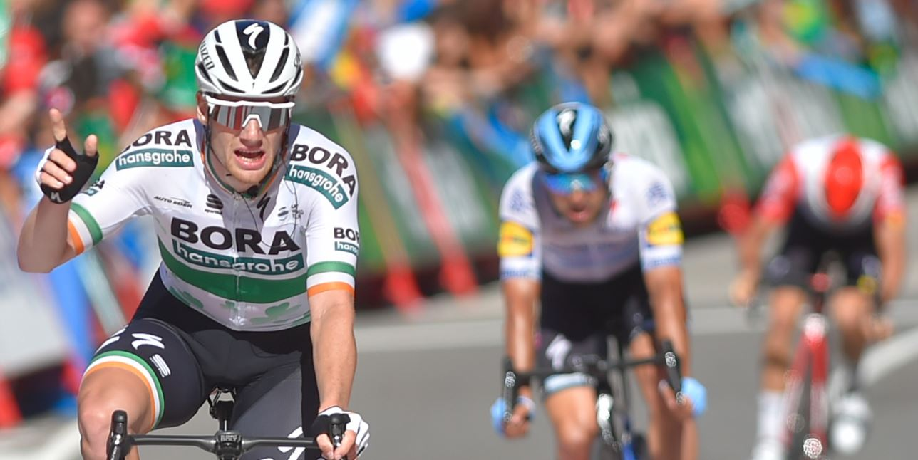 Fuerte caída en final de etapa de Vuelta a España dejó varios corredores lastimados