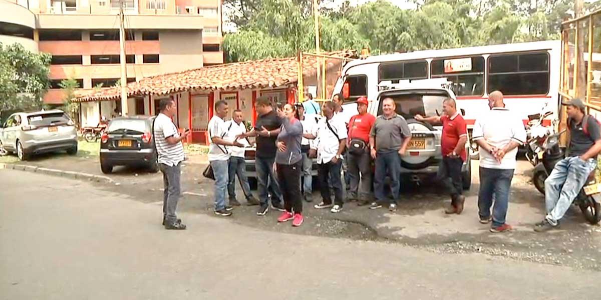 Conductores protestan por desalojo de parqueadero en Envigado, Antioquia