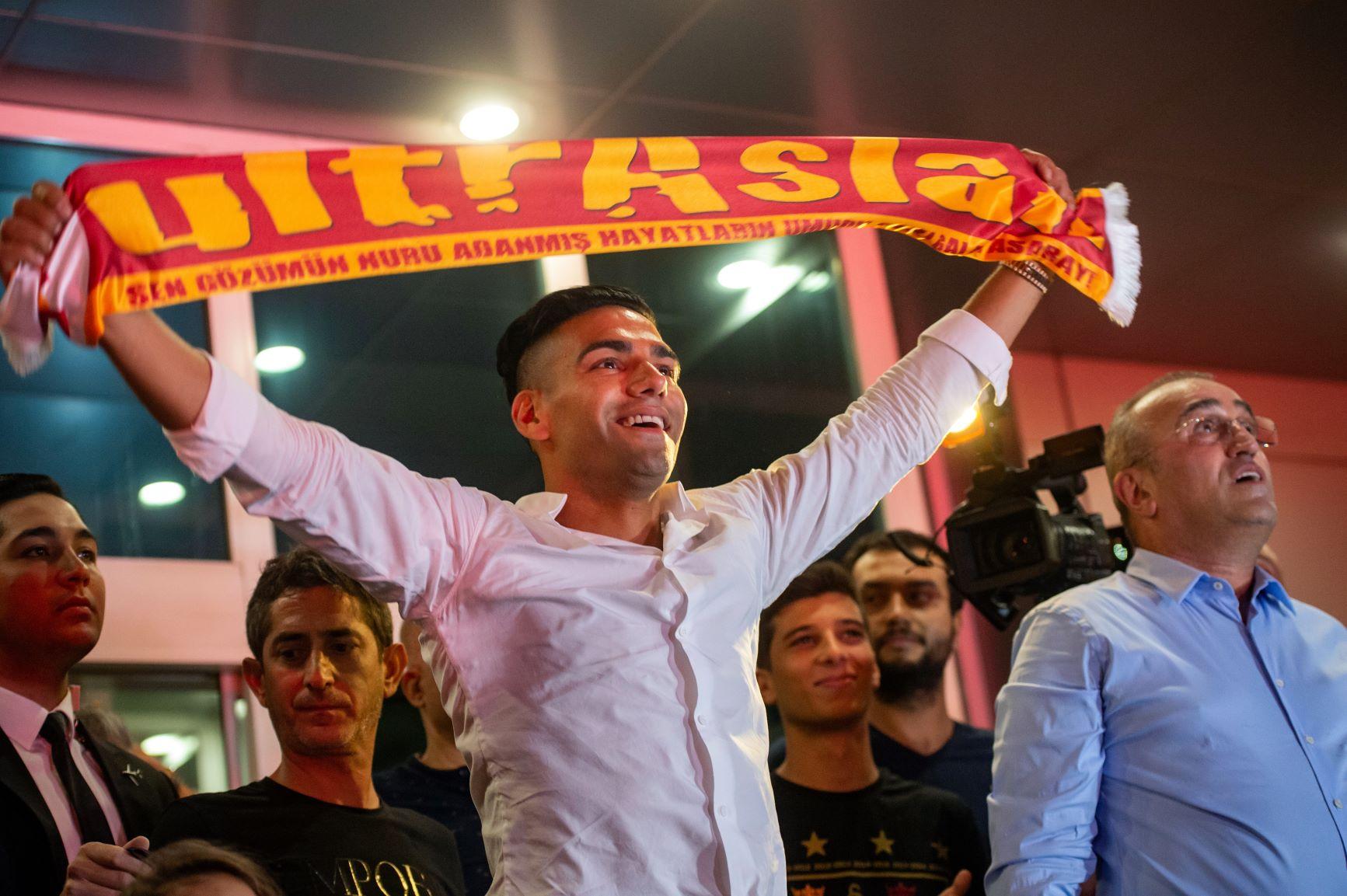 [Fotos] Así fue el impresionante recibimiento de Falcao en Turquía