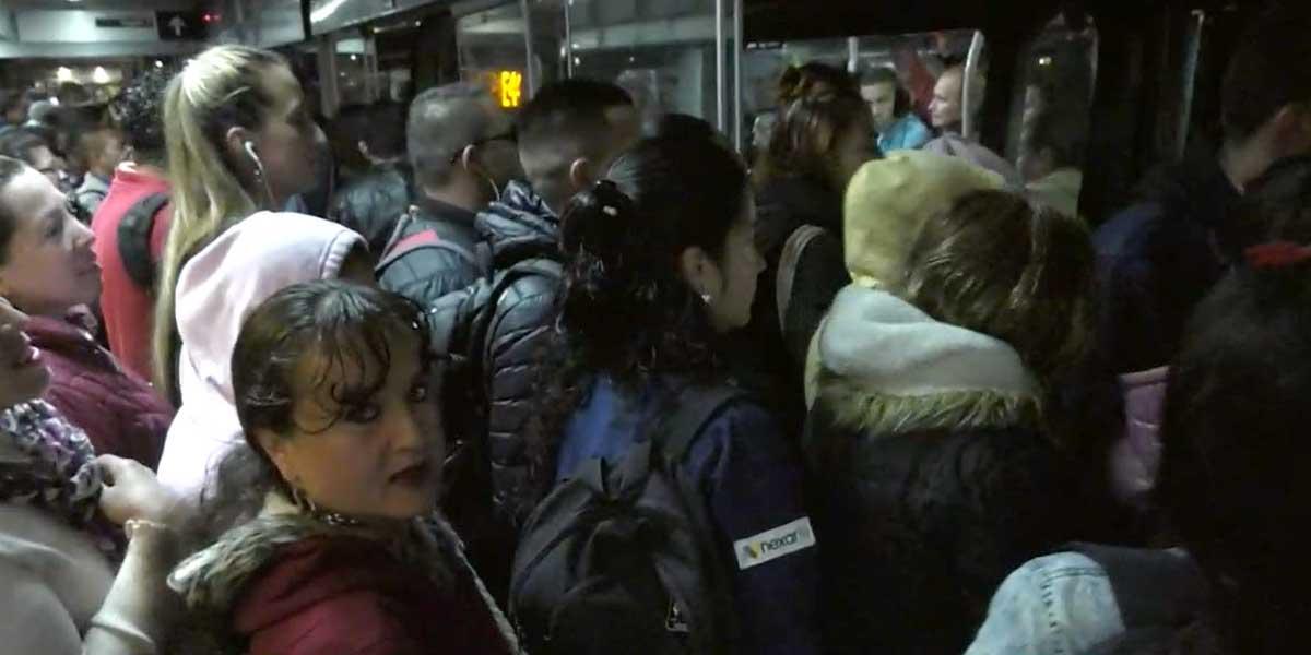 El drama de vivir en Soacha, trabajar en Bogotá y gastar hasta seis horas diarias en el transporte público