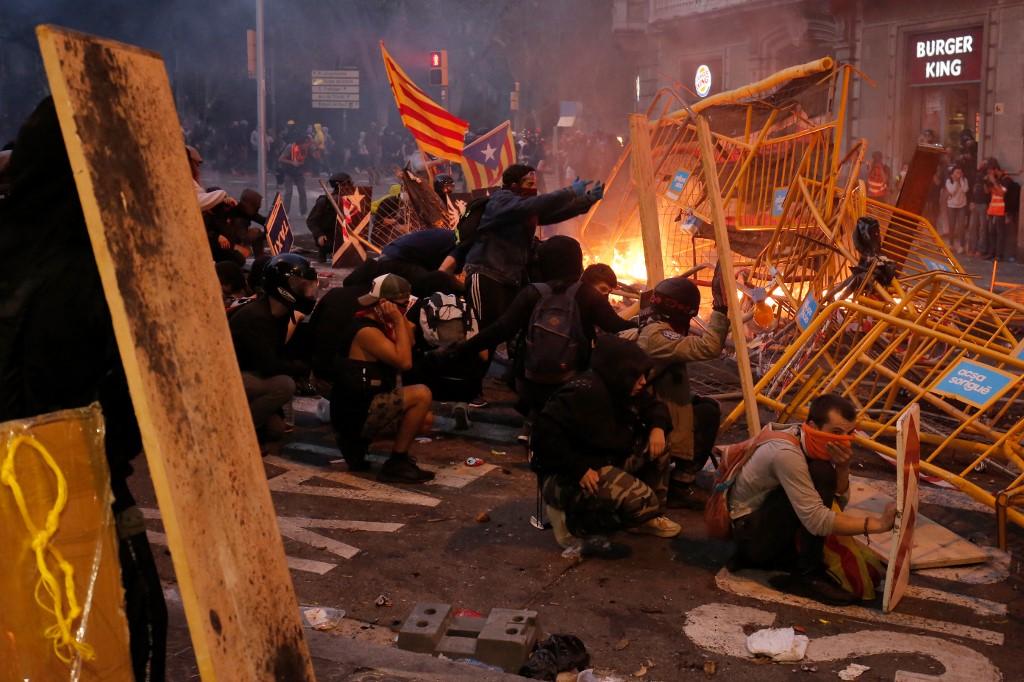 182 personas resultaron heridas en disturbios en Cataluña