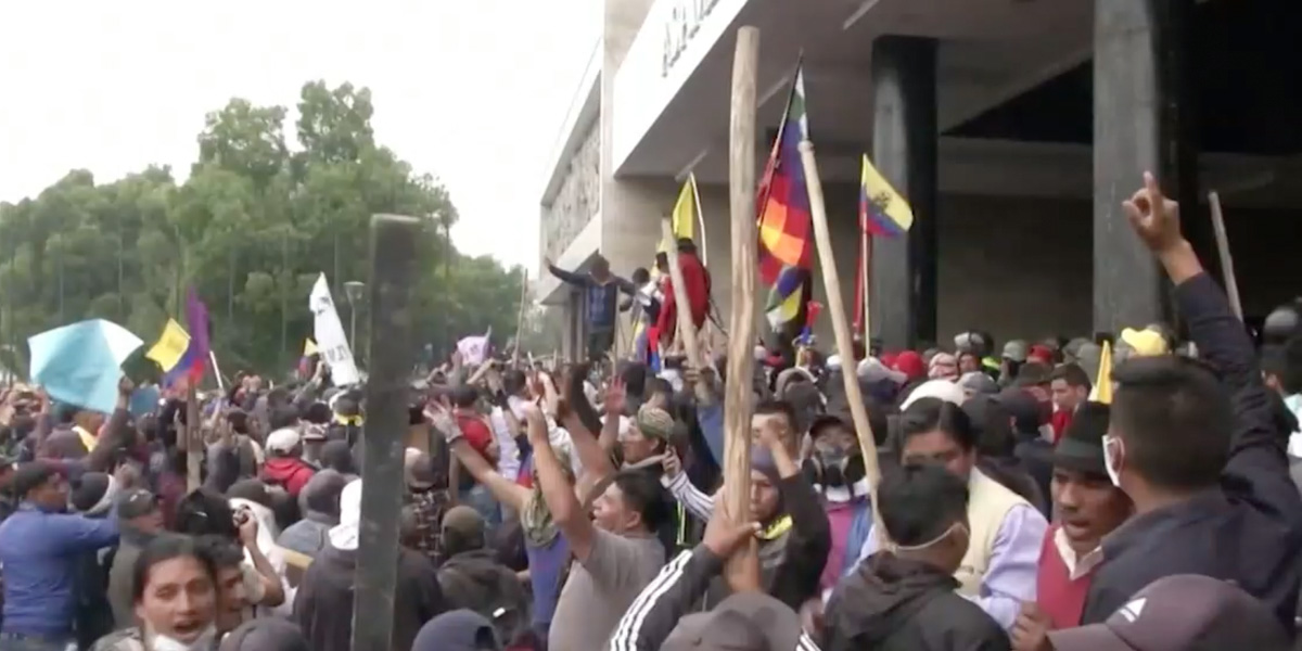 Nuevas marchas de indígenas y campesinos en contra del alza de combustibles en Quito