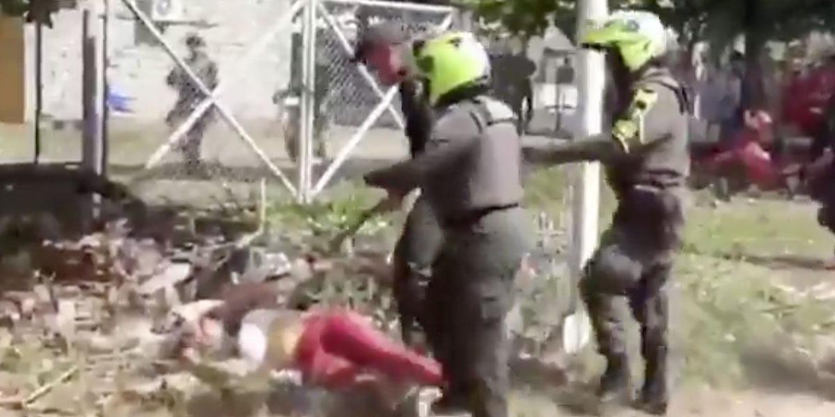 Partido Liberal denuncia con video brutal agresión de la Policía a una simpatizante en Montelíbano