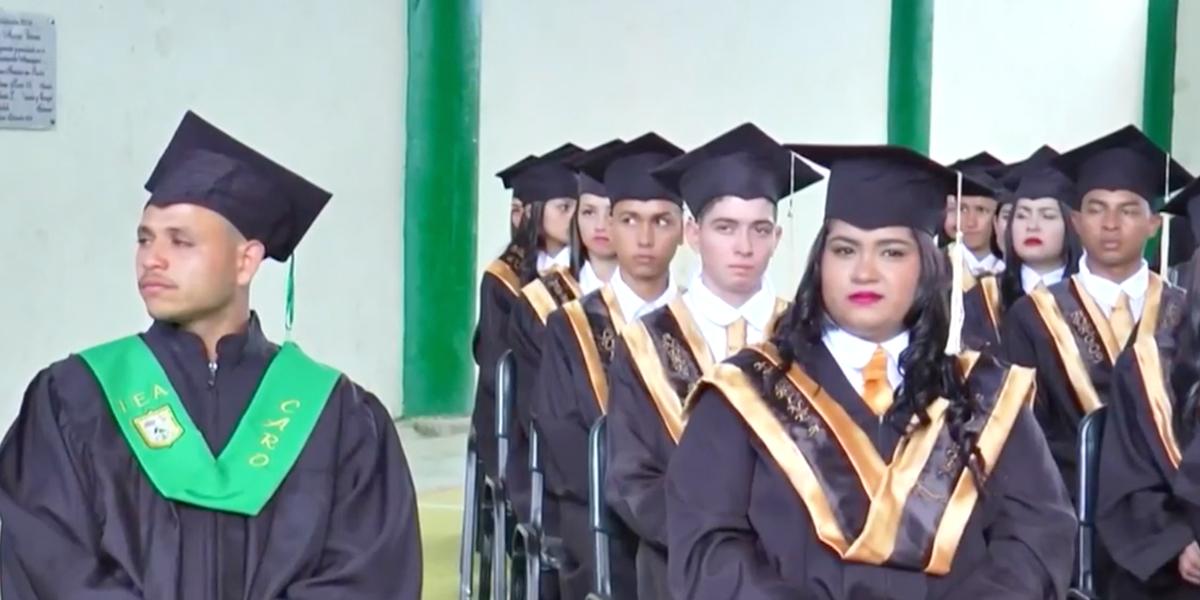 35 exguerrilleros de las Farc se graduaron de programas técnicos