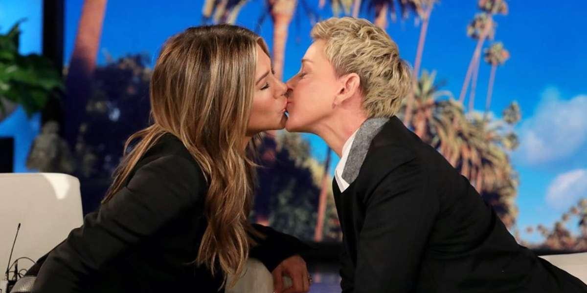 Jennifer Aniston se besó con la presentadora Ellen DeGeneres durante su programa