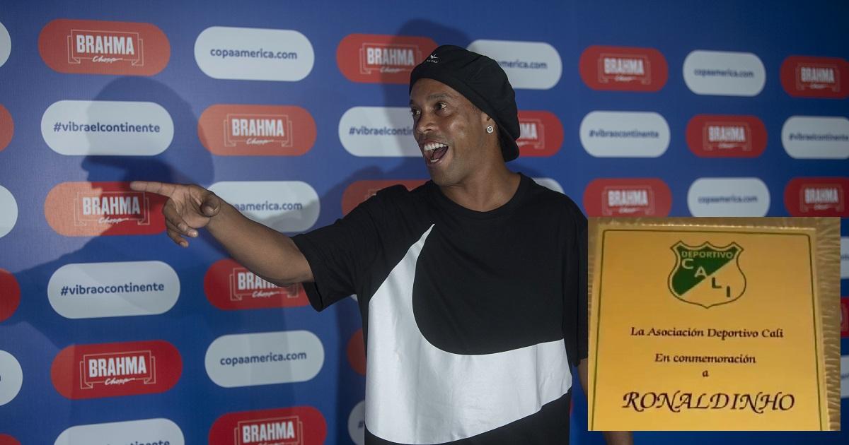 Garrafal error de ortografía en placa que le regaló el Deportivo Cali a Ronaldinho