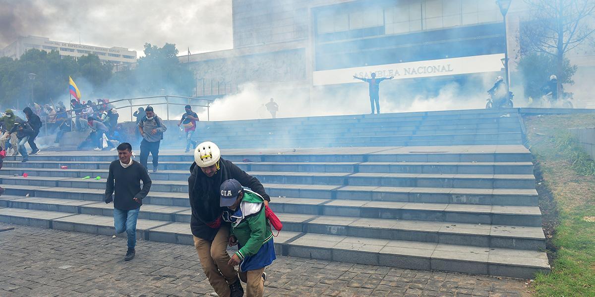 Manifestantes se tomaron brevemente el Parlamento de Ecuador