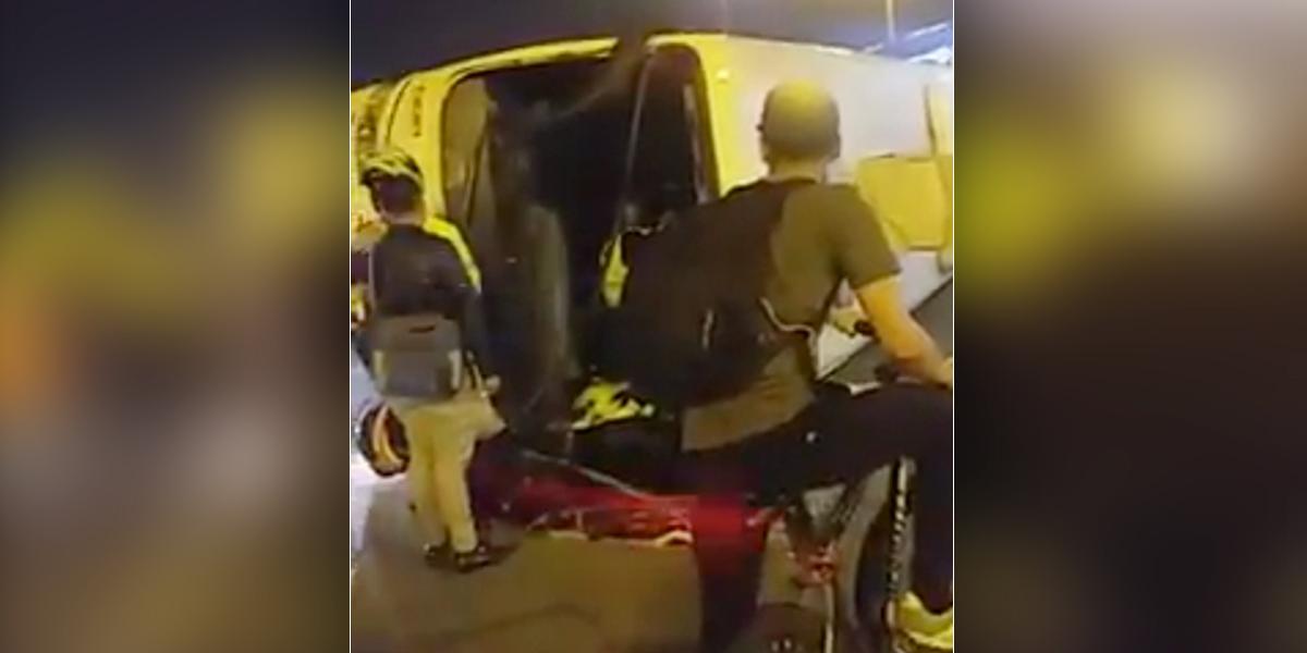 Se fugaron 24 retenidos tras volcarse el bus de la Policía en el que eran transportados