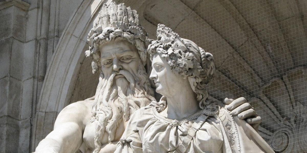 """Unesco tapa con tangas las esculturas desnudas para """"no herir la sensibilidad del público»"""