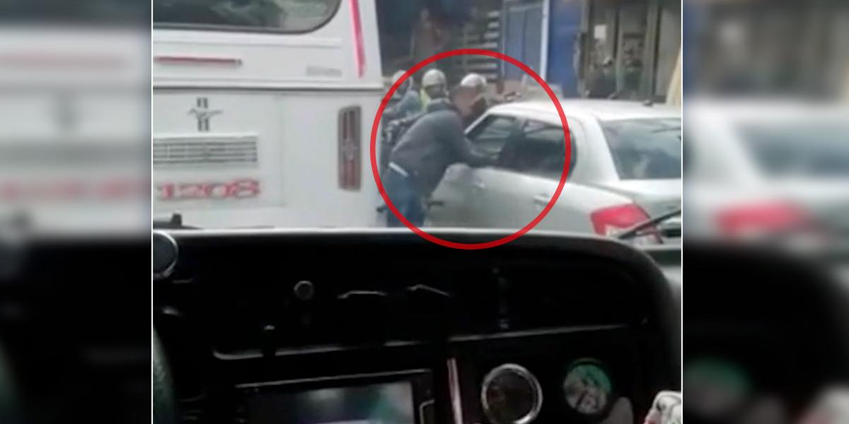 ¡Qué no le pase! Así banda aprovecha los trancones para robar a conductores en Bogotá
