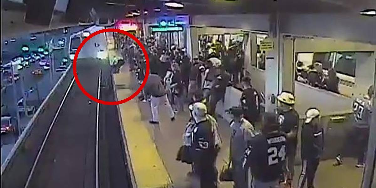 Hombre cae a las vías del tren y un empleado lo salva de la muerte por milésimas de segundo
