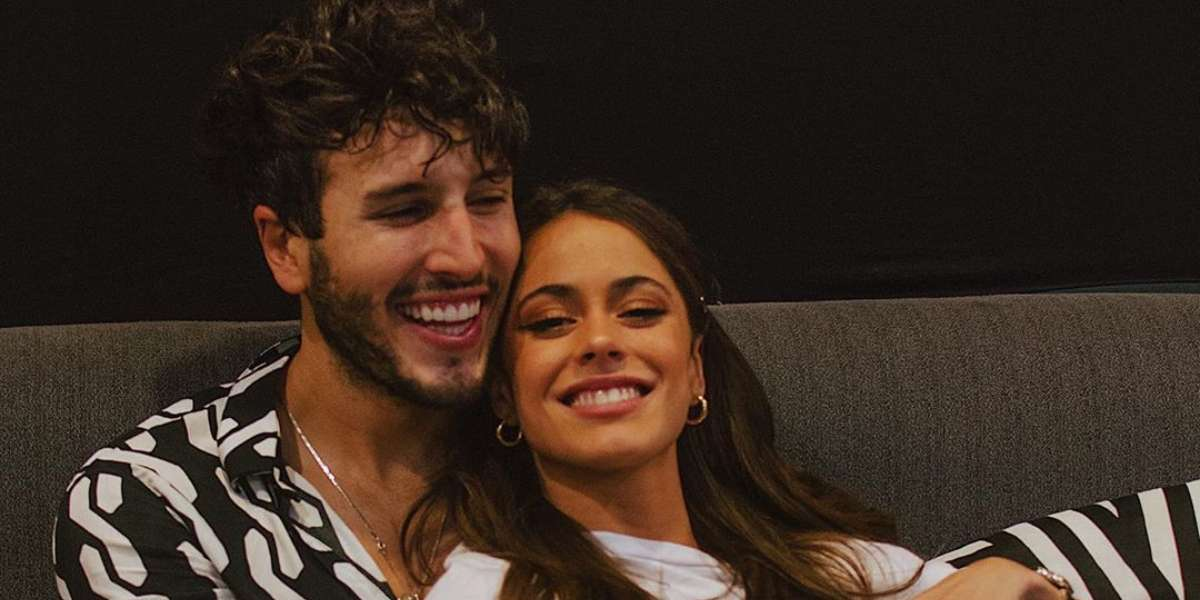 Sebastián Yatra se estrena como actor junto a su novia, Tini Stoessel