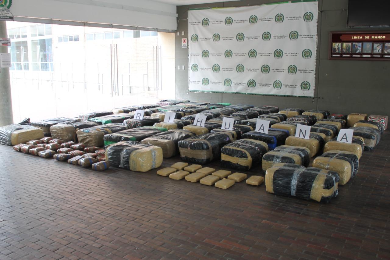 En el sur de Bogotá incautan 1.600 kilos de marihuana transportada en un camión
