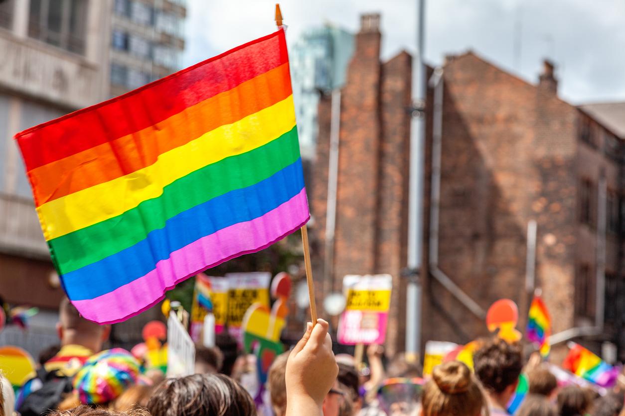 Actores escenificaron la revolución de Túpac Amaru, pero confundieron bandera LGBTI con la del Imperio Inca