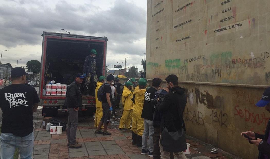 Infractores de Código de Policía iniciaron limpieza de monumento a Los Héroes de Bogotá
