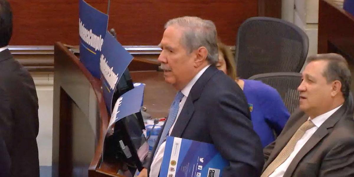 Senado se alista para votar moción de censura contra exministro Botero
