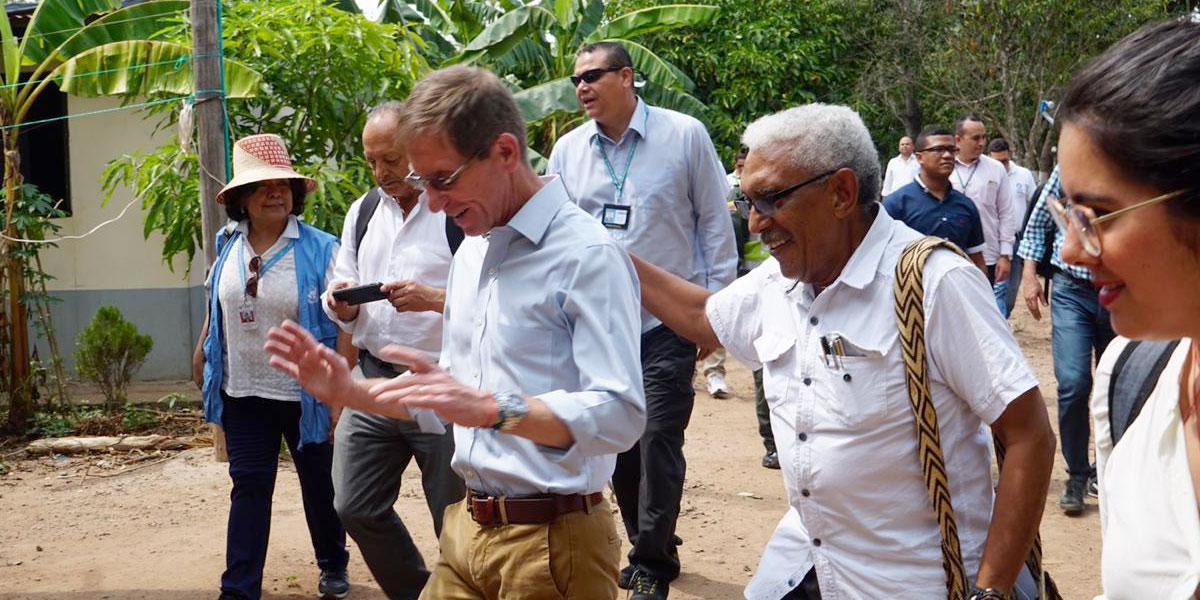 Consejero presidencial reafirma los compromisos del Gobierno con excombatientes de Farc en La Guajira