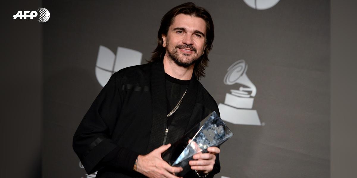 Juanes fue sorprendido por su ídolo en el escenario de los Latin Grammy