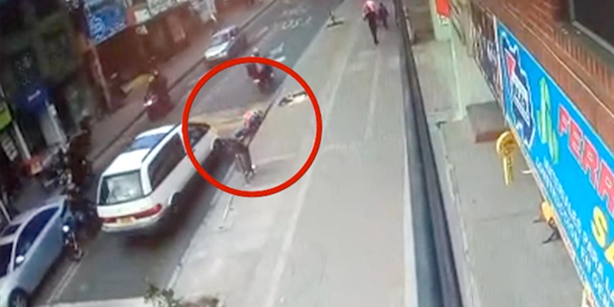 Video |Conductor atropelló a 'rappitendero' y en lugar de socorrerlo emprendió la huida
