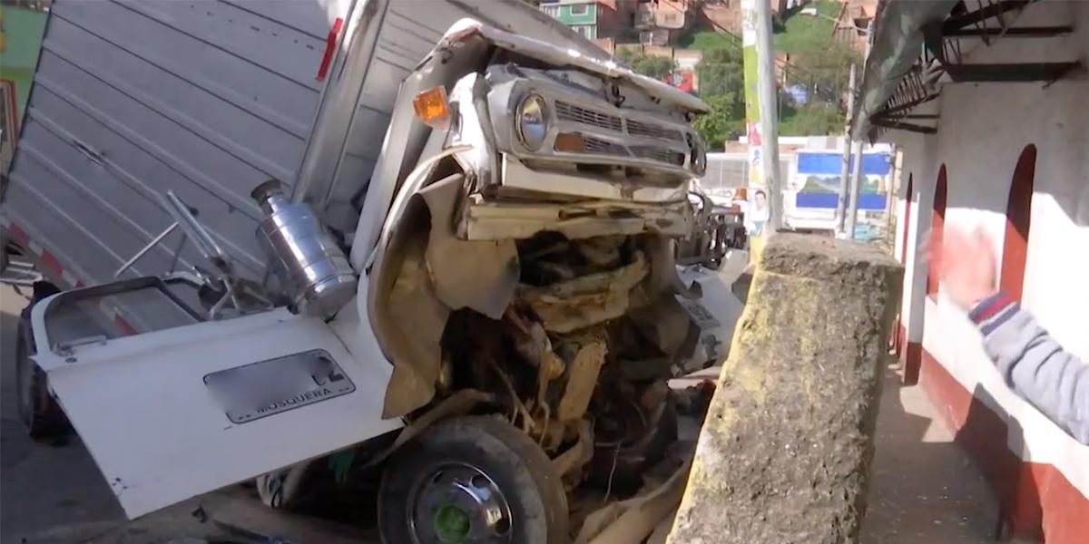 Camión se chocó contra una iglesia en el sur de Bogotá: hay dos heridos