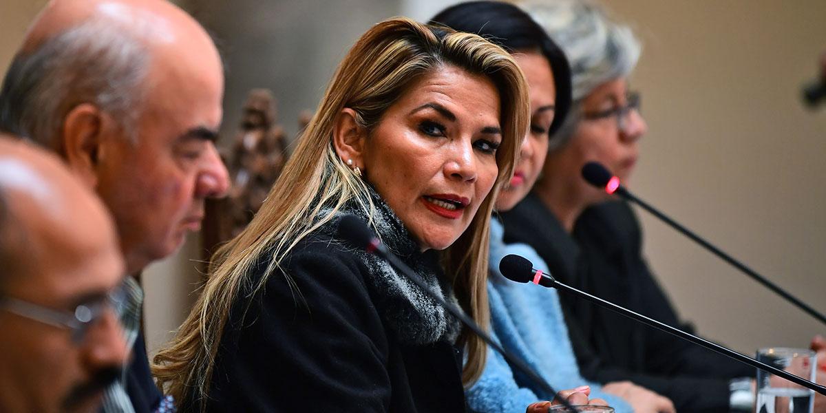 Presidenta interina de Bolivia anuncia que convocará a elecciones en las próximas horas