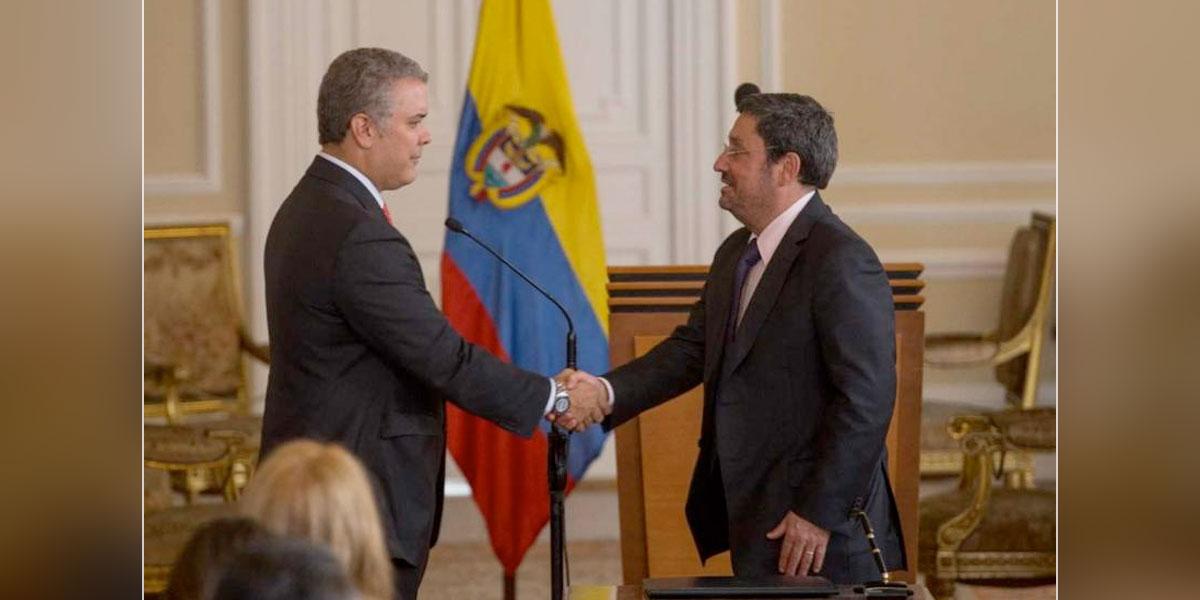 Presidente Duque cita de urgencia en Bogotá al embajador Francisco Santos