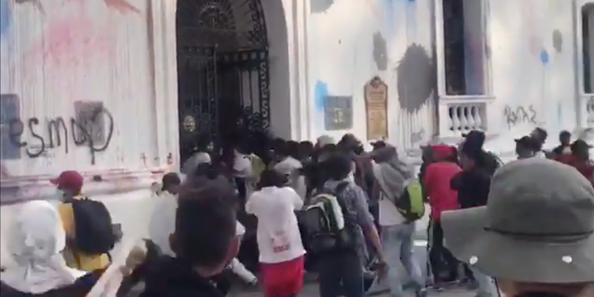 Encapuchados atacaron la Alcaldía de Popayán
