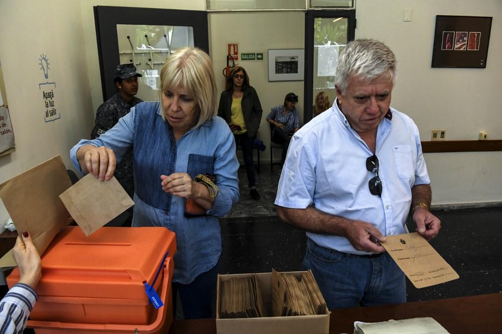 En Uruguay, abren las mesas de votación para elegir presidente