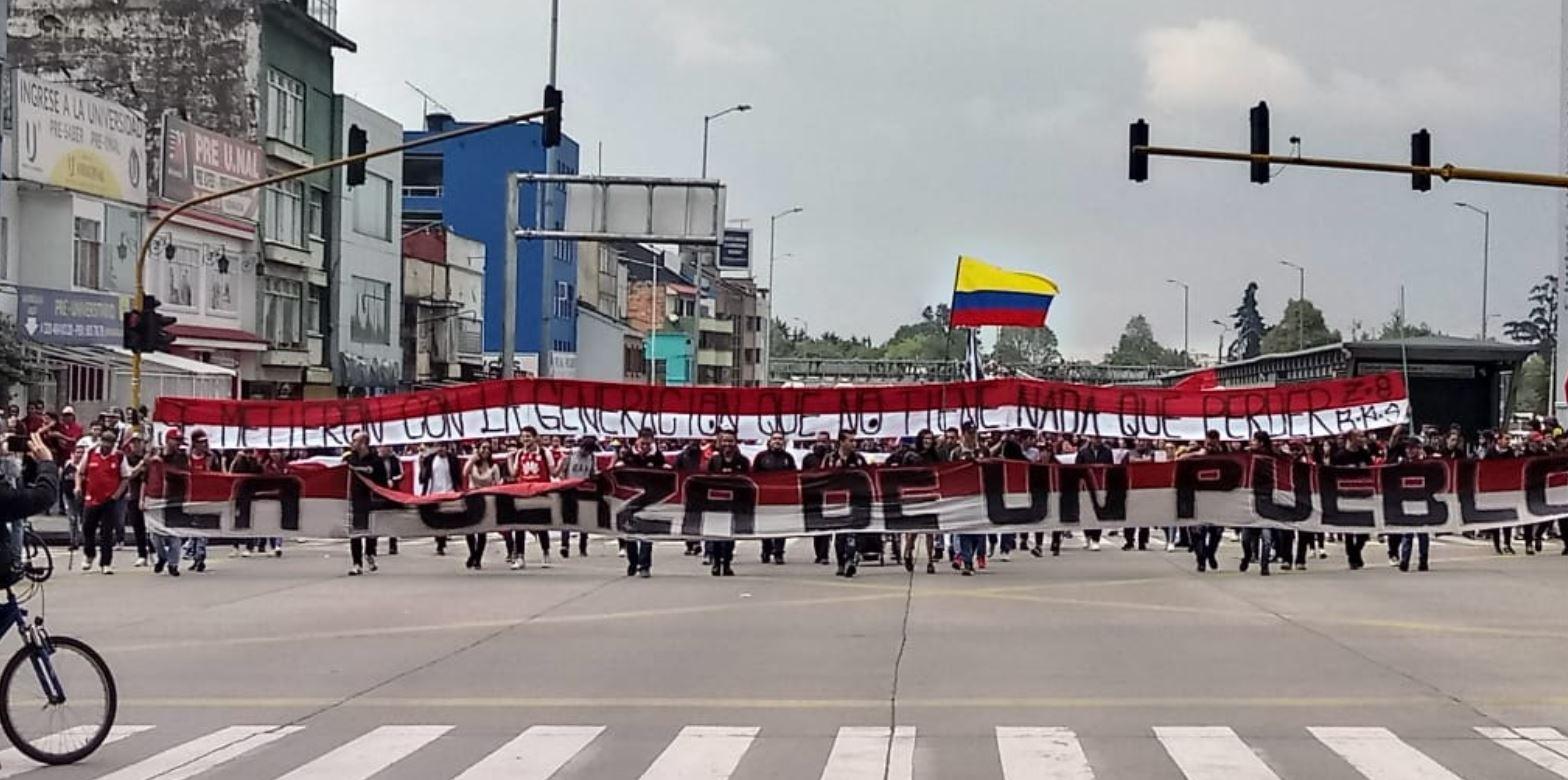 Hinchas promueven un cacerolazo en El Campín durante partido de Santa Fe vs. Cali
