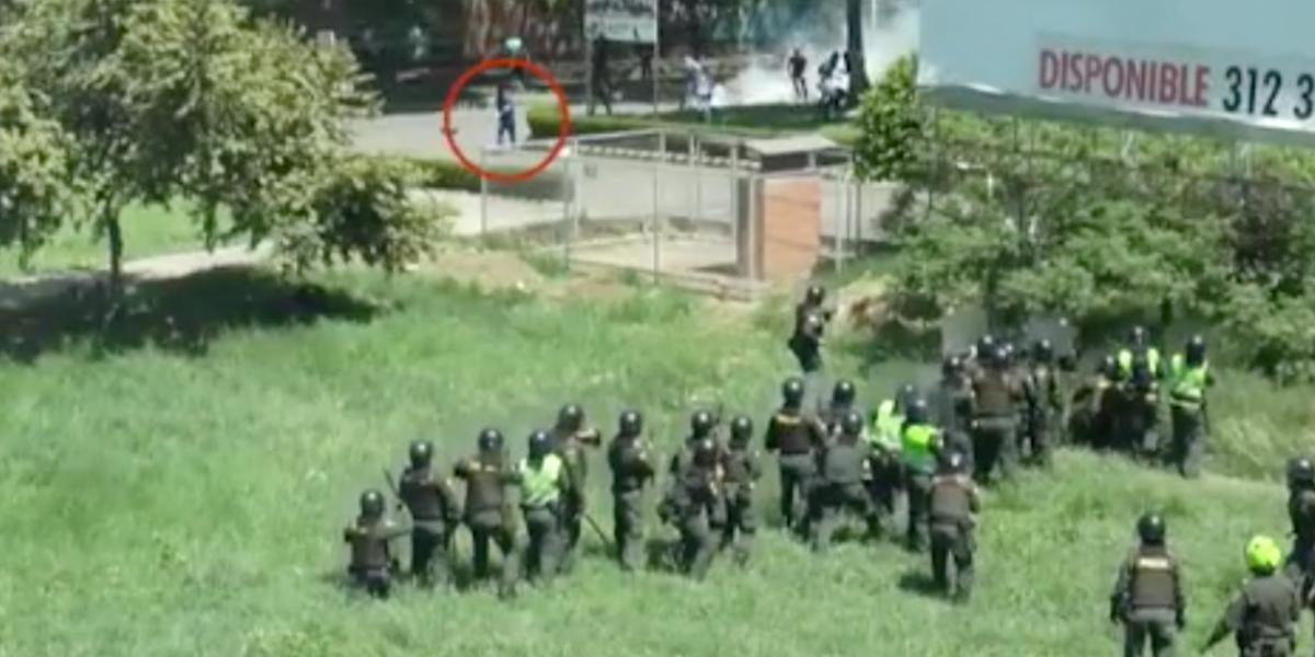 Policía publica video que confirma quién lanzó el explosivo contra los uniformados en Neiva